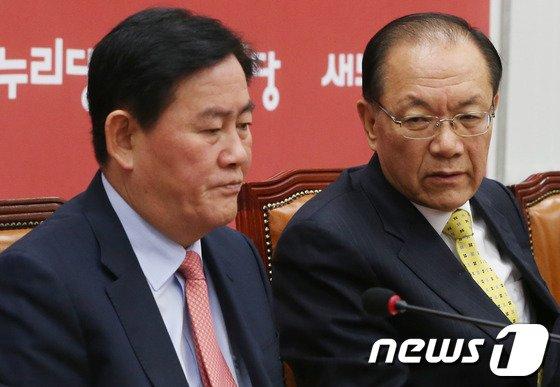 [사진]황우여-최경환 '국정원 개혁특위 논의'