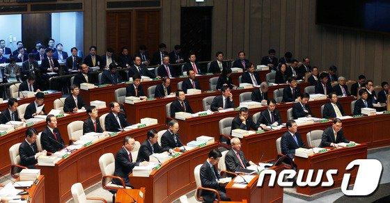 [사진]국회 예결위 참석한 국무위원들