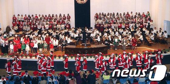 [사진]여대생 산타들의 '미리크리스마스'