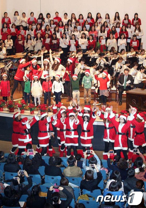 [사진]이화여대 성탄예배 '벌써 크리스마스'