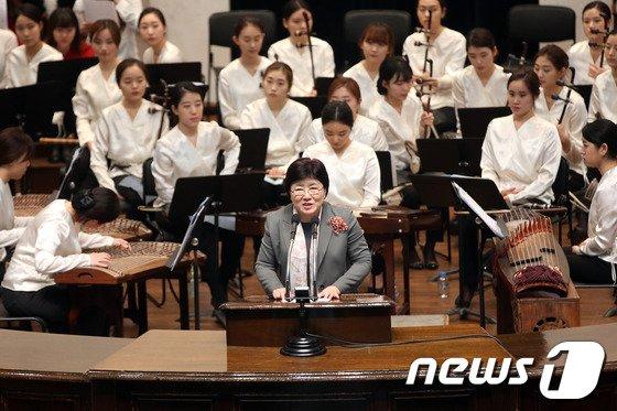 [사진]성탄인사 하는 이화여대 김선욱 총장