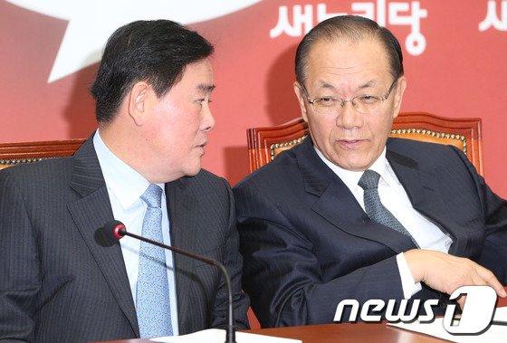 [사진]황우여-최경환 '장하나 논의?'