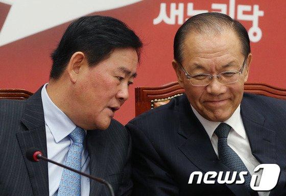 [사진]황우여-최경환 '장하나 의원 어떻게'