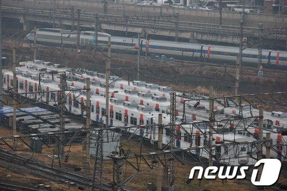 [사진]철도노조 파업…'KTX·전철은 정상운행'