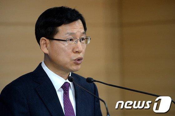 [사진]김의도 대변인, 北 관련 질문에 답변