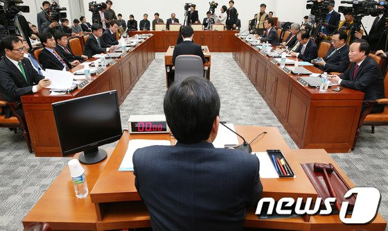 [사진]국정원개혁특위, '팽팽한 신경전'