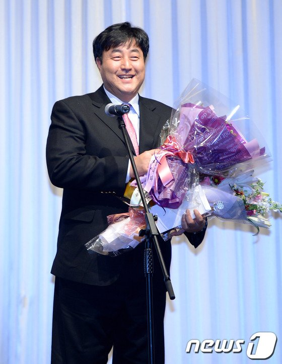 [사진]수상한 소감 밝히는 최수원 심판