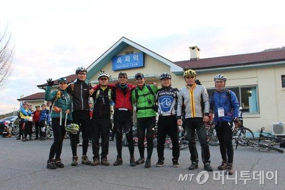 참가자들의 안전을 도운 녹색자전거열차 전문 스탭/사진=박정웅 기자