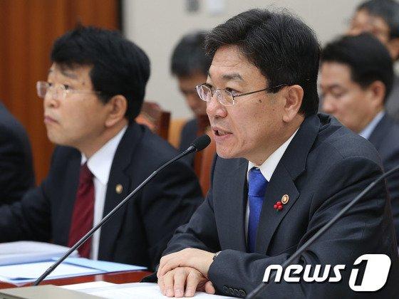 [사진]윤상직 장관 'TPP 동향은?'