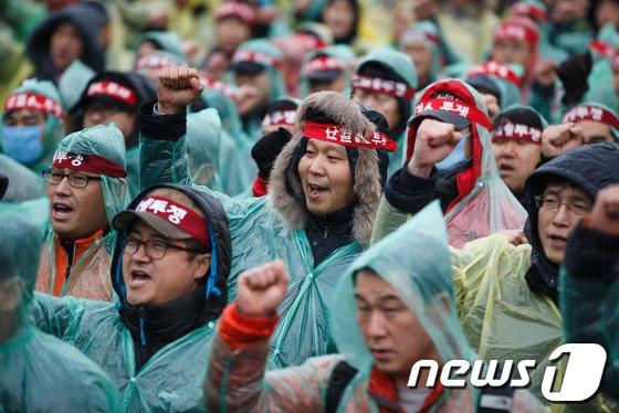 [사진]철도파업 우중외침 'KTX 민영화 저지'