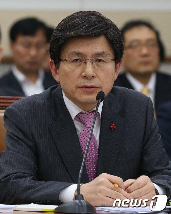 [사진]답변하는 황교안 법무장관