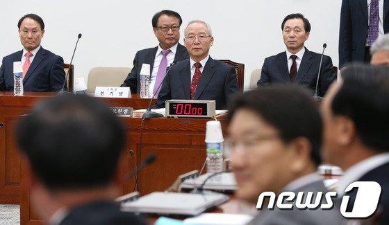 [사진]국정원 개혁특위 출석한 남재준 국정원장