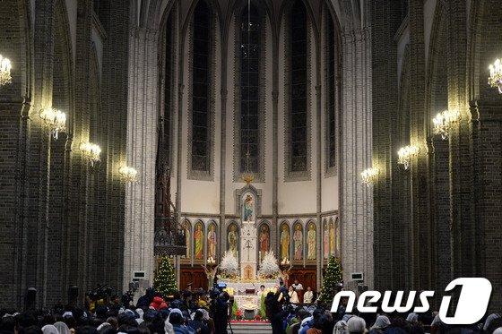 [사진]성탄절 여는 명동성당 미사