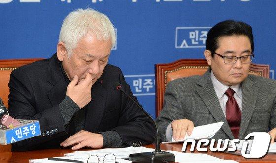 [사진]굳은 표정의 김한길 대표