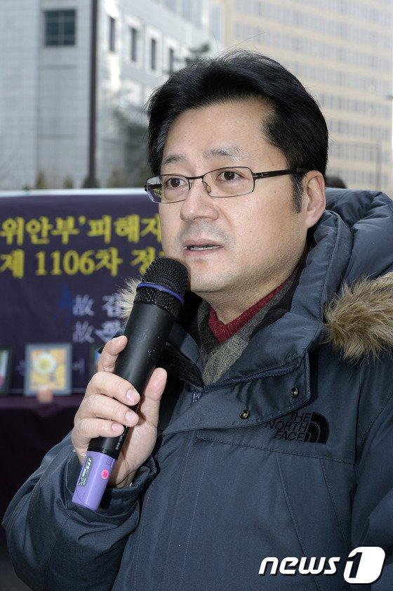 [사진]홍익표 의원 수요집회 참가