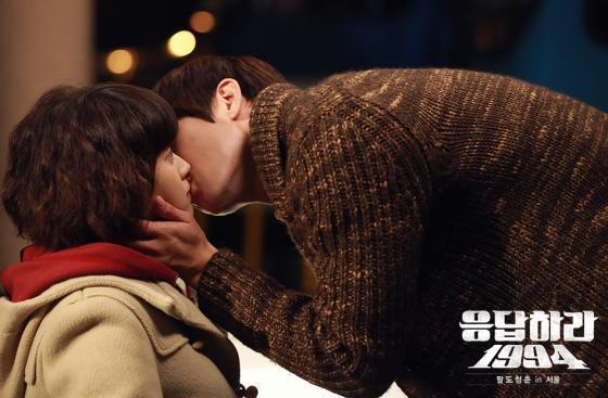 tvN 드라마 '응답하라 1994'에서 나정이에게 키스 고백을 하는 칠봉이/ 사진=tvN 홈페이지