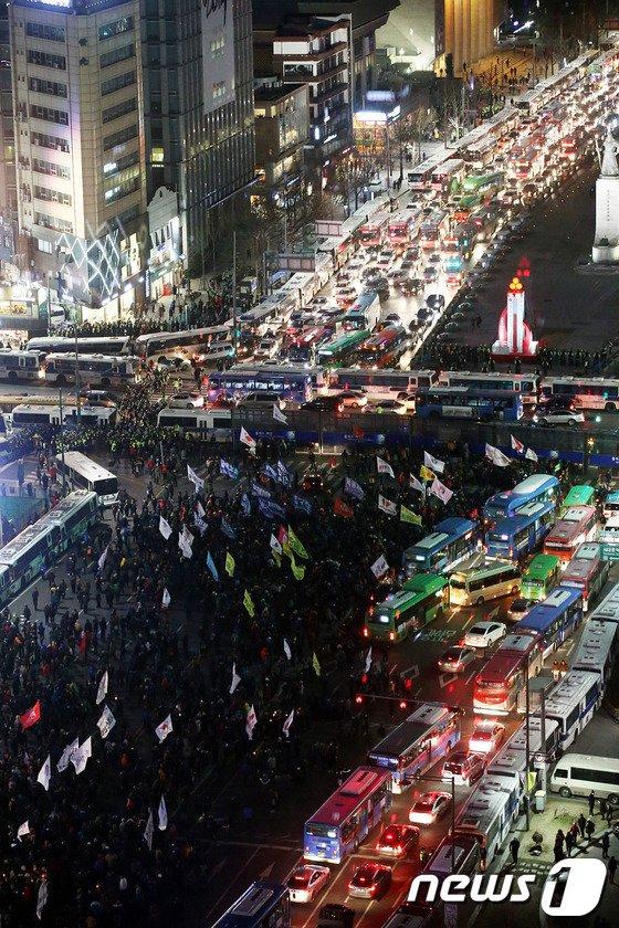 [사진]민주노총 총파업 결의대회,서울도심 북새통