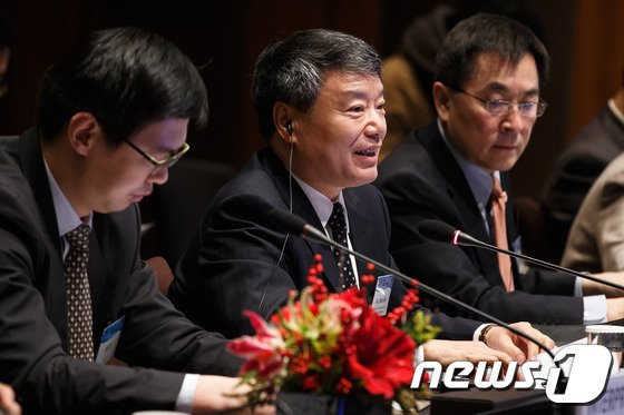 [사진]모두발언하는 쉬사오스 중국 측 수석대표