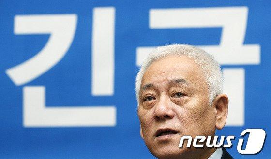 """[사진]김한길 """"유일 해법은 4자합의 지키는 것"""""""