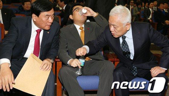 [사진]철도파업 철회 합의, '잘했어!'