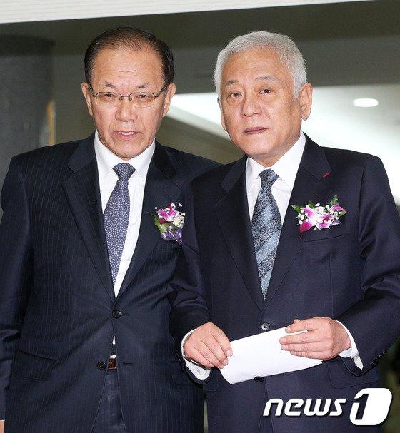 황우여 새누리당 대표와 김한길 민주당 대표. 2013.12.10/뉴스1 © News1   오대일 기자