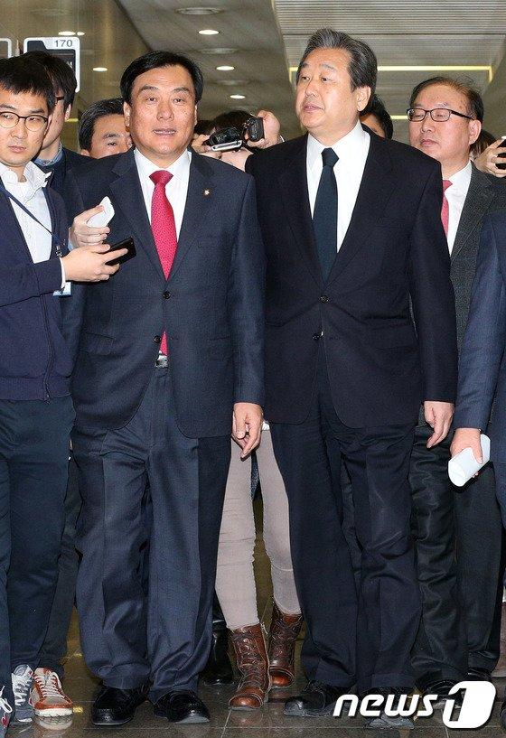 [사진]김무성·박기춘, '가벼운 발걸음'