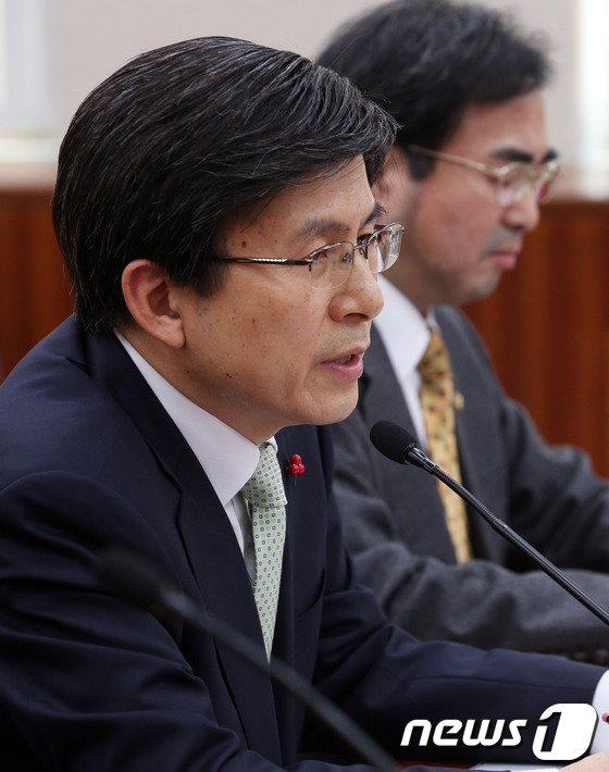 [사진]국회 법사위 전체회의 출석한 황교안 장관