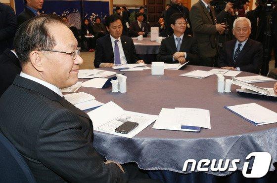 [사진]백봉신사상 참석한 황우여-김한길