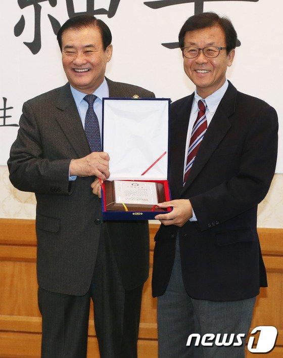 [사진]원혜영 의원, 2013년 신사의원 베스트11