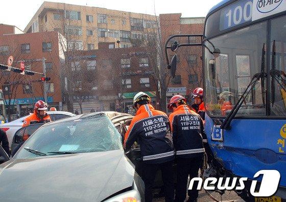 [사진]용산서 버스 승용차 추돌사고