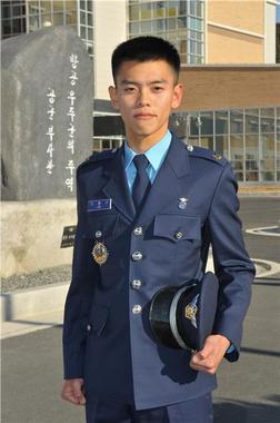 제217기 공군 부사관 후보생 임관식에서 일본 국적을 포기하고 공군 부사관이 된 이흥규 하사. © News1