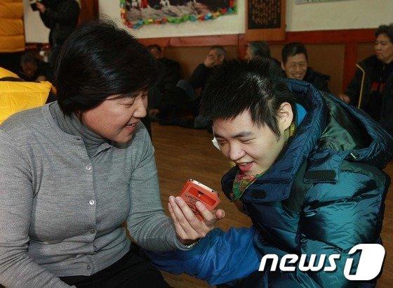 [사진]장애인 시설 찾은 강춘자 수석부회장