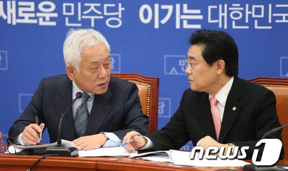 [사진]김한길-전병헌 '국가기관 대선개입 논의?'