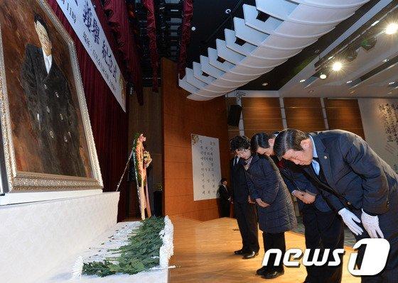 [사진]이봉창 의사 숭고한 뜻 기리는 참석자들