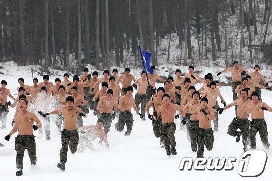 [사진]설원을 달리는 특전용사