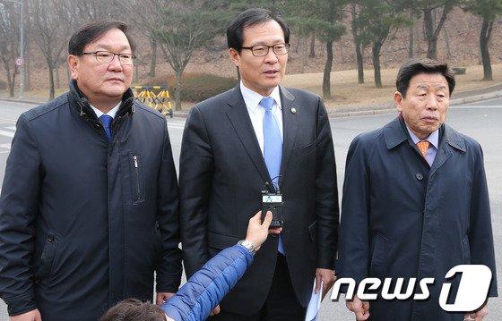 [사진]민주 국정원 개혁특위, 국정원 항의 방문