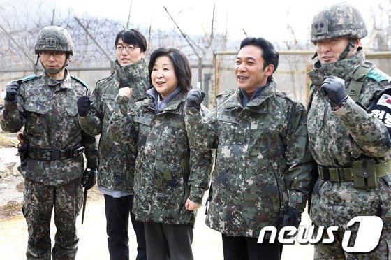[사진]군 부대 방문한 정의당 의원들