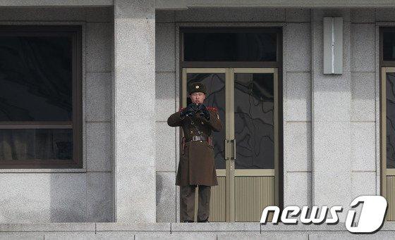 [사진]'북한의 시선'