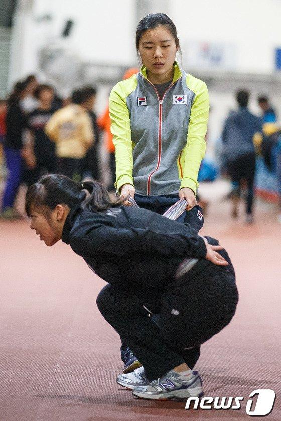 [사진]훈련하는 빙속 팀추월 대표 선수들