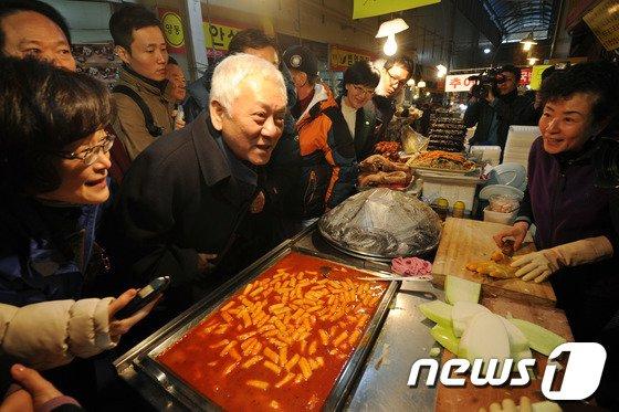 [사진]광주 민심 듣는 김한길 대표