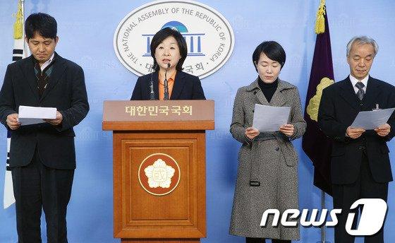 [사진]심상정, '선거구 획정' 헌법소원 심판청구 기자회견