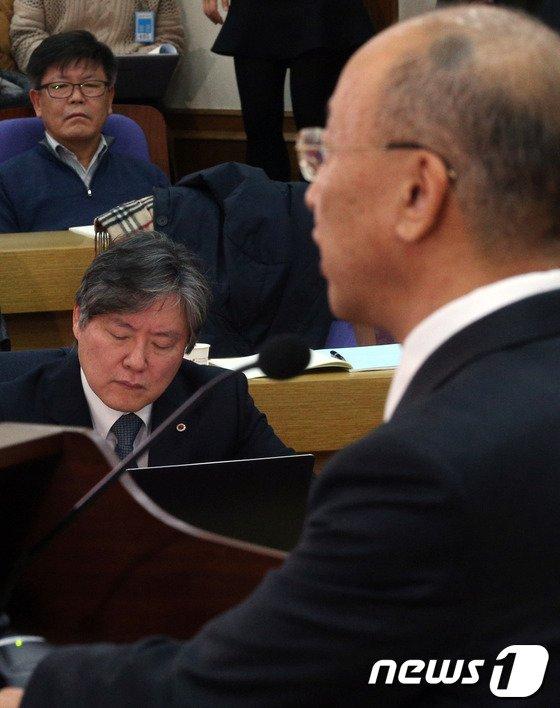 [사진]문형표 장관 축사 듣은 노환규 의협회장