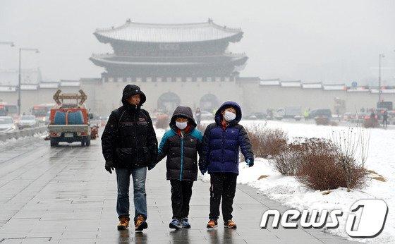[사진]'황사 눈 내리는 서울도심'