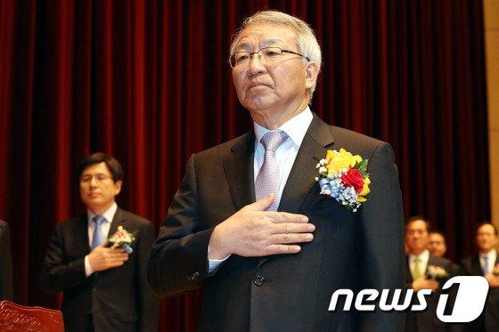 [사진]사법연수원 수료식 참석한 양승태-황교안