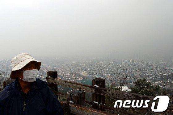 [사진]'눈에 황사까지' 요란한 대한(大寒)