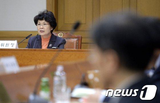 [사진]전효숙 위원장, 제54차 양형위 주재