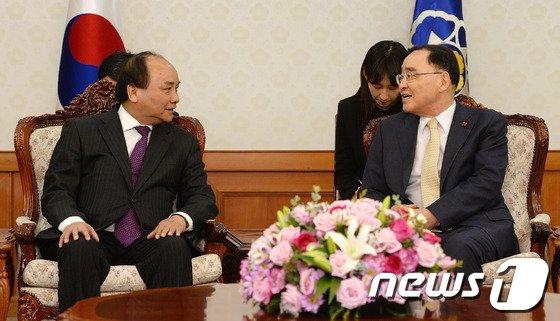 [사진]정홍원 총리, 베트남 부총리 접견