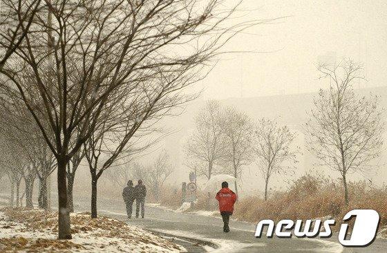 [사진]황사로 노랗게 변한 서울