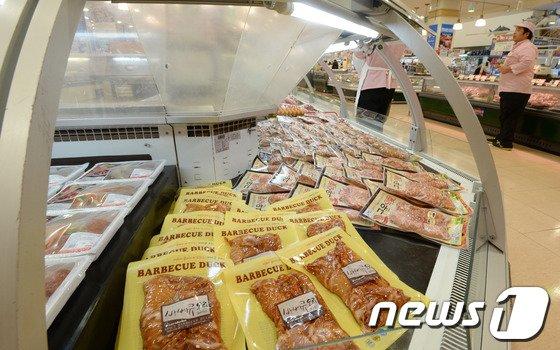 [사진]대형마트 오리 매출 10% 감소