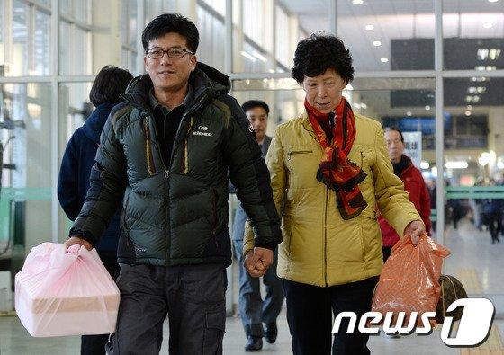 [사진]'설 맞이해 아들집으로 역귀성'